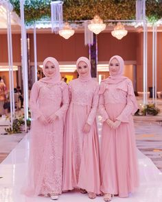 Inspired hijaber from Dress Brokat Muslim, Kebaya Muslim, Muslim Dress, Kebaya Hijab, Kebaya Dress, Dress Pesta, Kebaya Wedding, Muslimah Wedding Dress, Asian Bridal Dresses