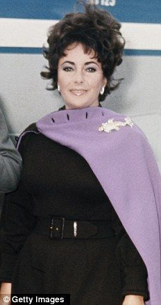 Elizabeth Taylor wearing the Night of the Iguana Brooch in 1965.Given to her by Richard for dealing wit him during the filming.