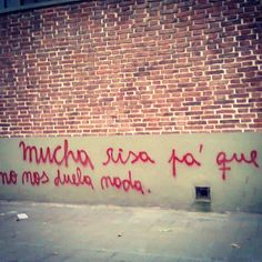 salta la banca | Tumblr Short Quotes, Best Quotes, Mood Quotes, Life Quotes, Urban Poetry, Graffiti Quotes, Street Quotes, Frases Humor, Happy Heart