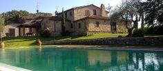 Villa dell'Angelo on ylellisesti entisöity, 1800-luvulla alunperin rakennettu toscanalainen huvila. Europe, Mansions, House Styles, Places, Villa, Home Decor, Italia, Decoration Home, Room Decor