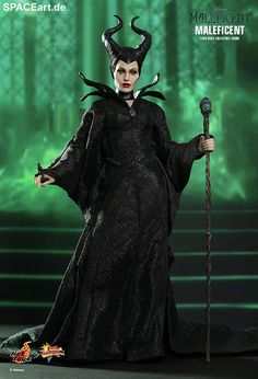 Official Hot Toys Maleficent Sixth Scale Collectible Figure based on Angelina Jolie's character from the live-action film, Maleficent. Maleficent Cosplay, Maleficent Outfit, Maleficent Halloween Costume, Maleficent Movie, Halloween Kostüm, Halloween Costumes, Maleficent Quotes, Fairy Costumes, Disney Villains