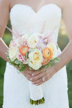 Warm hued ranunculus, rose & astilbe #bouquet.   Photography: Kelly Dillon Photography - www.kellydillonphoto.com