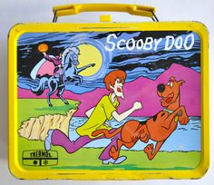 I had this Scooby Doo lunch box! 101 Vintage Lunch Boxes That Will Make You Want To Be A KidAgain Retro Lunch Boxes, Lunch Box Thermos, Cool Lunch Boxes, Metal Lunch Box, Scooby Doo, Diy Vintage, Vintage Toys, Vintage Stuff, Vintage Ideas