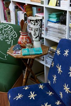 That is the way to describe the London-based artist Luke Edward Hall's entire essence and. Home Interior Design, Interior Architecture, Interior And Exterior, Interior Inspiration, Room Inspiration, Edward Hall, Maximalist Interior, Art Deco, Simple House