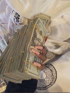 Money Girl, Mo Money, How To Get Money, Estilo Dark, Money On My Mind, Money Stacks, Rich Money, Manifesting Money, Billionaire Lifestyle