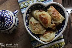cheese and potato pirogi Cheese Recipes, Cooking Recipes, Poland Food, Pierogi Recipe, Cheese Potatoes, Polish Recipes, International Recipes, Ravioli, Food Processor Recipes