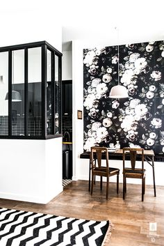 Intérieur - Cuisine - Salle à Manger - Verrière - Industriel - Contraste - Papier Peint - Rose - Noir & Blanc