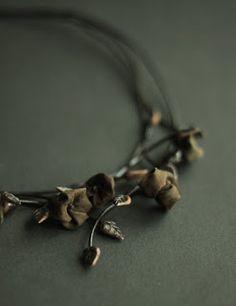 naszyjnik. ceramika, jedwab. Necklace. ceramic, silk.  #karolinag