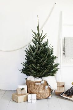 White Christmas: 1 natural tree (nothing on it + 1 basket + 1 sheepskin rug = a gorgeous simple and Scandi look.