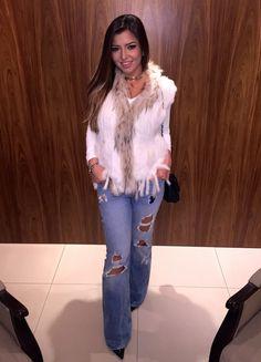 paula feijó, colete de pele, destroyed jeans, jeans flare, zara, chanel, choker, coleira, look