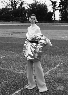 Vogue Ukraine enlists the stunning Lena Hardt to star in the cover story of their November 2016 edition lensed by fashion photographer Nagi Sakai. Fashion Model Poses, Fashion Shoot, Editorial Fashion, Fashion Models, Fashion Outfits, Fashion Photography Inspiration, Style Inspiration, Space Fashion, Fashion Design