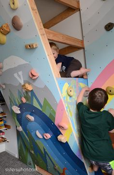 Modern Home with Rock Climbing Walls for Kids Awesome Kids Inside Rock Climbing Wall with Mural Sisters What - Enasave Toddler Climbing Wall, Kids Rock Climbing, Indoor Climbing Wall, Rock Climbing Walls, Boy Room, Kids Room, Bouldering Wall, Cool Kids Bedrooms, Playroom Organization