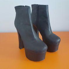 """Deena & Ozzy Black Leather """"70s"""" Womens Chunky Heel, check out our depop shop"""
