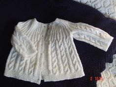 tejidos para bebes recien nacidos paso a paso - Buscar con Google Baby Pullover Muster, Baby Poncho, Knitted Baby Cardigan, Knit Baby Sweaters, Knitted Baby Clothes, Baby Vest, Baby Sweater Patterns, Cardigan Pattern, Baby Knitting Patterns