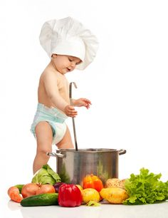 In search of games for a baby shower? Here you'll find fun new twists to the classic baby shower games and lots more! Mini Chef, Little Chef, Vegetable Stock, Baby Pictures, Chef Pictures, Pictures Images, Family Pictures, Funny Pictures, Baby Shower Games