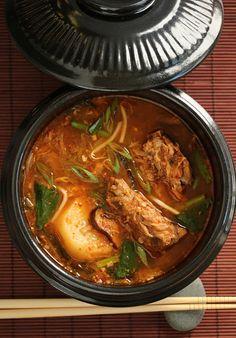 Post image for Gamjatang ~ Korean Pork Bone & Potato Soup