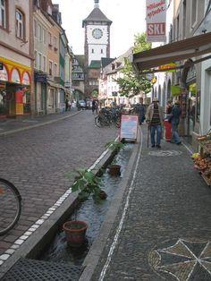 Freiburg http://www.bauexpertenforum.de/showthread.php?42916-Leitung-von-Dachentw%E4sserung-wie-tief/page3
