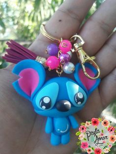 OMG!!! It's stitch!!! Fimo Kawaii, Polymer Clay Kawaii, Fimo Clay, Polymer Clay Charms, Polymer Clay Creations, Polymer Clay Art, Polymer Clay Jewelry, Clay Projects, Clay Crafts