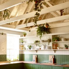 Bourne & Hollingsworth's cookery classes take place in this fresh and inspiring kitchen by British Standard. Click here to take a look around