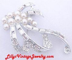 TOP_rhinestones_pearls_bow_brooch_1.JPG (800×673)