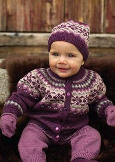 Dale of Norway / Dalegarn Baby Book Baby Booties Free Pattern, Baby Sweater Patterns, Baby Bibs Patterns, Knit Baby Sweaters, Baby Knitting Patterns, Baby Design, Brei Baby, Bib Pattern, Pattern Sewing