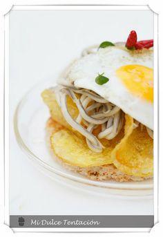 Tosta de gulas, patatas fritas y huevo