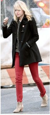 Emma Stone: Tribeca Lunch Stop!: Photo Emma Stone rocks red pants as she heads to lunch on Thursday afternoon (February in the Tribeca neighborhood of New York City. Oxblood Pants, Coral Jeans, Cool Outfits, Casual Outfits, Michelle Williams, Emma Stone, Jessica Alba, Sweater Outfits, Celebrity Style