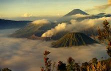 Montanhas e nuvens