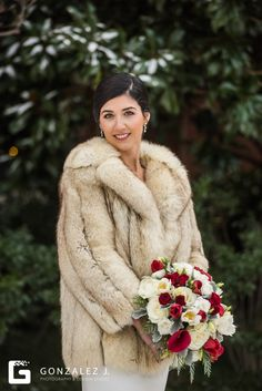 A District Winery Wedding in Navy Yards, Washington D. Vintage Fur, Vintage Girls, Retro Vintage, Wedding Fur, Dream Wedding, Wedding Ideas, Bridal Shawl, Old Hollywood Glam, Fairytale Castle