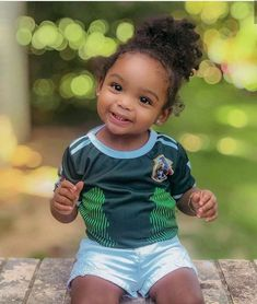 What a cutie! So Cute Baby, Cute Mixed Babies, Cute Black Babies, Beautiful Black Babies, Baby Kind, Pretty Baby, Beautiful Children, Little Babies, Cute Kids
