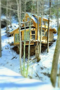 | Green Mountain Treehouse | A 400 square feet tiny house built with natural materials in Green Mountain, North Carolina. More info. ~ click on photo for more ~