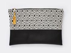 Clutch in Schwarz-Weiß: Tasche für Kosmetik oder i-Pad aus veganem Leder / clutch in black and white: bag for cosmetics or i-Pad made of vegan leather made by Kalinkati via DaWanda.com