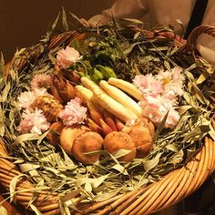 Basket of spring! Seasonal bamboo shoot white asparagus fiddle heads and more edible wild plants. Special bamboo kaiseki course. #spring #kaiseki #vegitarian #bambooshoot #seasonal #fiddleheads #whiteasparagus #kajitsu#omakase #washoku #japanese  京都から旬の筍と山菜おまかせ日本の味堪能させていただきました幸せ#ニューヨーク #和食 #精進料理 #筍 #京都 #旬 #アスパラガス #ゼンマイ by mutsu251