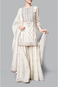 Shop from an exclusive range of luxurious wedding dresses & bridal wear by Anita Dongre. Bring home hand-embroidered wedding wear in colors inspired by nature. Buy now. Pakistani Fashion Casual, Pakistani Dress Design, Pakistani Outfits, Indian Fashion, Indian Attire, Indian Ethnic Wear, Indian Wedding Outfits, Indian Outfits, Kurta Patterns