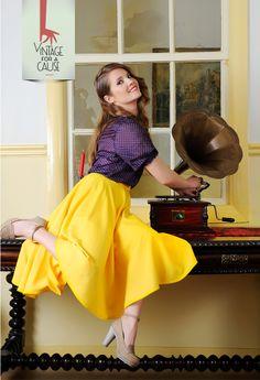 """Esta é a única criação do """"Vintage for a Cause""""! A D. Alice doou o tecido e madrinha Katty Xiomara cortou uma linda saia em viés, que a D. Lurdes e a D. Teresa coseram e acabaram. Cheia de roda e movimento e uma cor que contagia esta saia é a prova de que o vintage está na moda!"""
