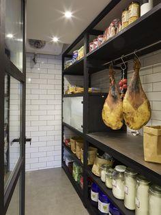 Molins Interiors // arquitectura interior - interiorismo - decoración - casa - cocina - kitchen - despensa - pantry - almacenaje - storage