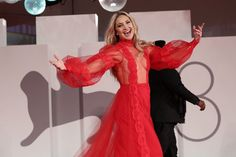 Red Y, Lady In Red, Sheer Gown, Valentino Couture, Red Gowns, Kate Hudson, Looking Stunning, Film Festival, Scarlet