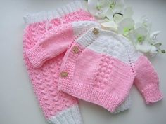 "Baby Knitting Patterns Announcement of MC on the children& costume ""Happy kid"". Crochet Kids Hats, Crochet Girls, Knitting For Kids, Knit Baby Sweaters, Knitted Baby Blankets, Baby Blanket Crochet, Baby Cardigan Knitting Pattern, Baby Knitting Patterns, Knitted Headband"