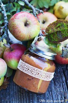 Was tun mit all den Äpfeln? Na Apfelbutter ausprobieren!   ♥ Mit Liebe gemacht Plum, Apple, Fruit, Food, Marmalade Recipe, Apple Tree, Spreads, Clean Foods, Apple Fruit