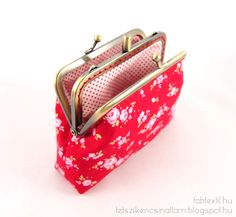 Pénztárca lapos kapcsos kerettel ~*~ Wallet with a flat lock Frame Purse, Little Boxes, Textiles, Coin Purse, Purses, Wallet, Sewing, Metal, Vintage