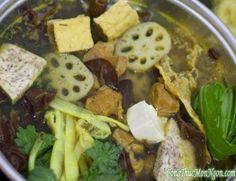 Thịt dê có mùi vị thơm ngon, tác dụng bổ dưỡng, giữ ấm rất tốt nên thích hợp ăn trong mùa lạnh vào dịp lễ cuối năm, cả nhà sum họp quây quần bên nồi lẩu dê