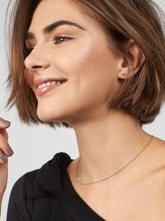 """How to style the Pixie cut? Despite what we think of short cuts , it is possible to play with his hair and to style his Pixie cut as he pleases. For a hairstyle with a """"so chic"""" and pointed… Continue Reading → Short Hairstyles For Thick Hair, Short Haircut, Curly Hair Styles, Shortish Hairstyles, Summer Hairstyles, Hairstyles 2018, Weave Hairstyles, Homecoming Hairstyles, Undercut Hairstyles"""