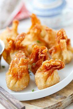 Homemade Asian deep fried crispy chicken wontons. Wonton Recipes, Appetizer Recipes, Chicken Recipes, Asian Appetizers, Party Appetizers, Easy Delicious Recipes, Yummy Food, Easy Recipes, Chicken Wontons