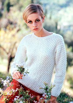 19 сентября икона стиля и лицо бунтующих 60-х Твигги отмечает день рождения. Elle.ru выбрал 10 лучших образов супермодели, оставшихся в истории моды на многие годы.