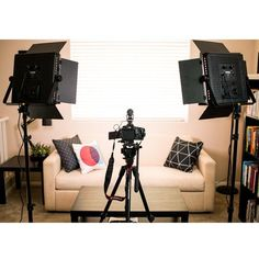 If you are in the world of vlogging then this lighting kit might be your ticket to going viral. Watch Sean Cannell's video for an honest vlog on LED lighting. Home Studio Setup, Studio Room, Podcast Setup, Youtube Setup, Youtube Home, Bedroom Setup, Ideas Para Organizar, Video Studio, Inspirational Videos