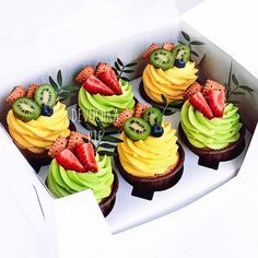 Make and sell profit cupcakes Cupcake Flavors, Cupcake Recipes, Dessert Recipes, Fancy Desserts, Delicious Desserts, Yummy Food, Food Cakes, Mini Cakes, Cupcake Cakes