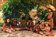 Localizada na Vila do Outeiro, está a 5min de 3 praias: Espelho, Amores e Outeiro. Possui 7 suítes amplas, claras e arejadas, ar condicionado, TV, internet e fr #Brisasdoespelho #indios #praia #aldeia #cultura #Brasil