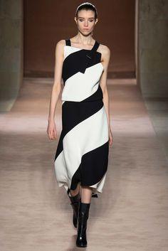 Victoria Beckham Fall 2015 Ready-to-Wear Fashion Show - Grace Hartzel