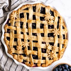 This is the best homemade Blueberry Pie Recipe you'll ever make! It's made from scratch with a fresh blueberry pie filling and NO cornstarch, and includes step-by-step instructions and photos! Best Blueberry Pie Recipe, Fresh Blueberry Pie, Homemade Blueberry Pie, Best Pie Crust Recipe Ever, Pie Crust Recipes, Pie Crust From Scratch, Easy Pie Crust, Butter Pie, Food To Make