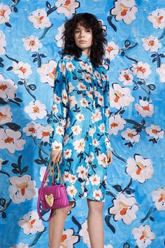 The complete Escada Resort 2019 fashion show now on Vogue Runway. Fashion Mode, Fashion Week, Fashion Tips, Fashion Design, Work Fashion, Unique Fashion, Urban Fashion, Floral Fashion, Fashion Prints